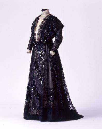 Gesellschaftskleid der Königin Charlotte von Württemberg, 1901-1910 [Quelle: Landesmuseum Württemberg]