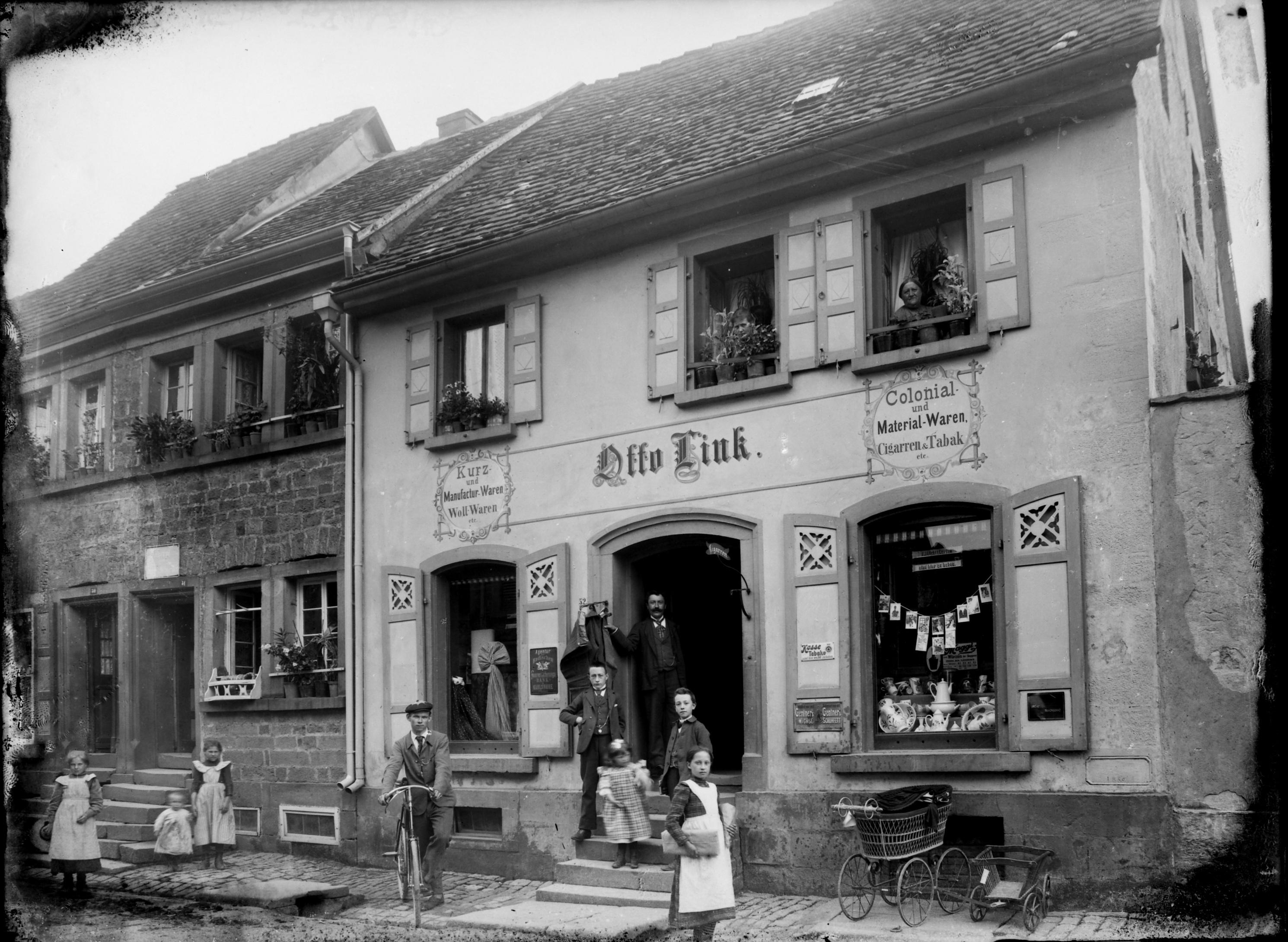 Fotografie von Karl Weiß: Kolonialwarenladen